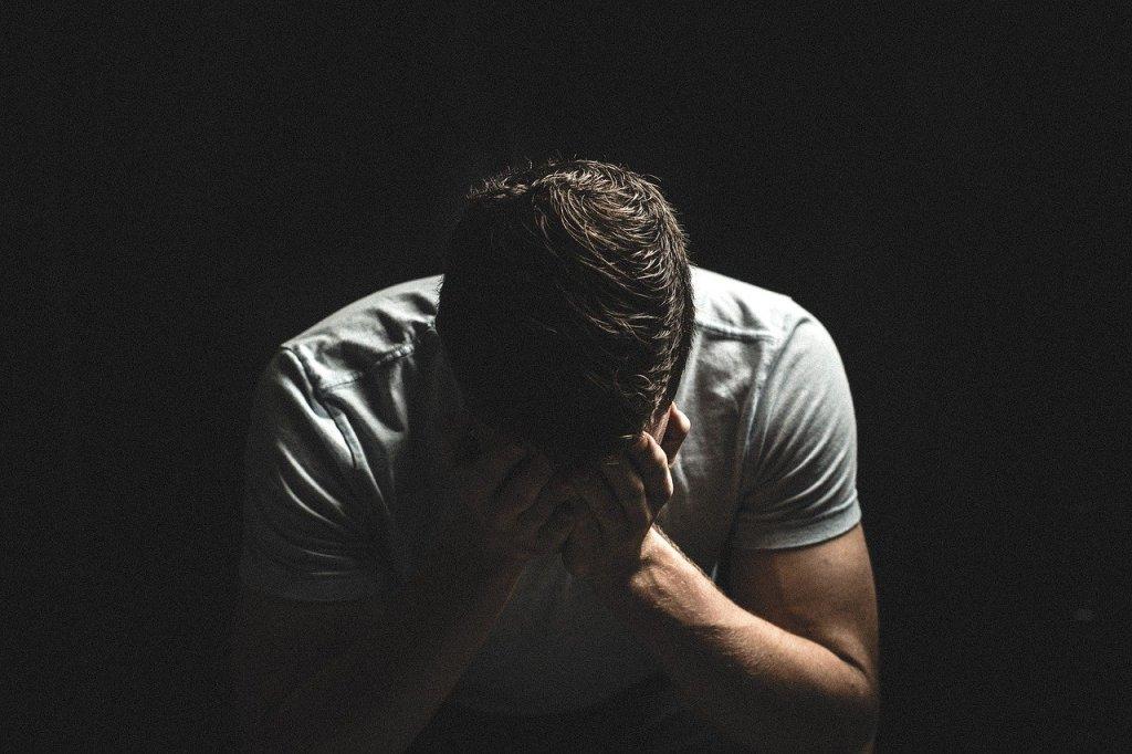Trauer verändert unsere Körperchemie und unser Verhalten. Keine Diät dieser Welt ist da angebracht und angemessen, um ein Abnehmziel zu erreichen.
